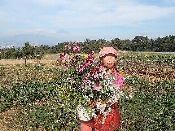 由井会長・B面圃場で花束と⑤