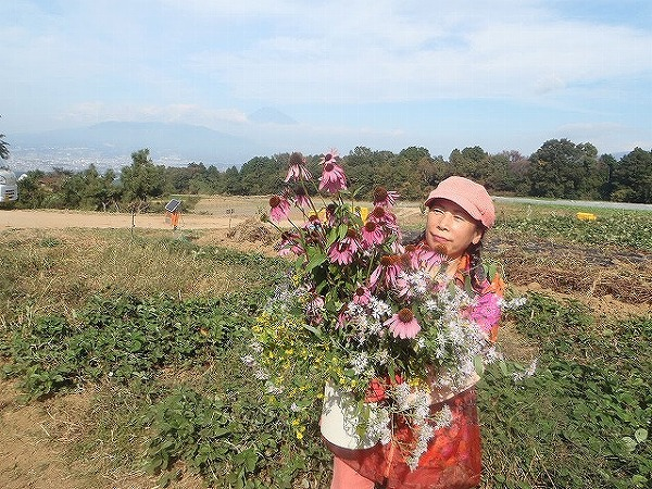 由井会長・B面圃場で花束と④